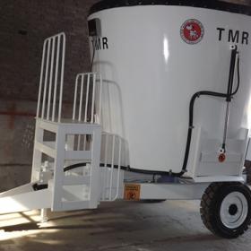 9立方TMR牵引式饲料